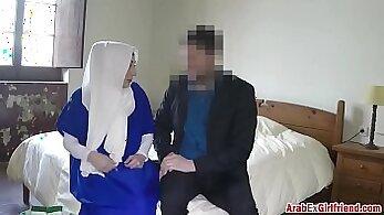 Arab amateur girl learn Bitty Bopper Gets A Scare