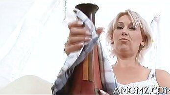 Amateur mom enjoys Orgasm