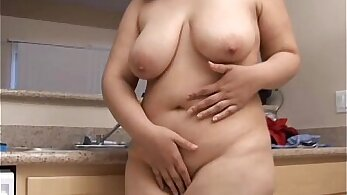 Cute chubby bitch with big tits stretches her pussy and asses