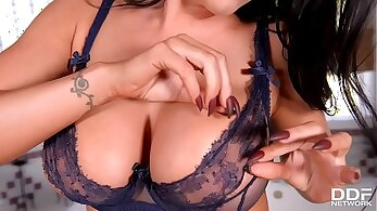Beautiful and sexy Mia sau shemales toying pussy