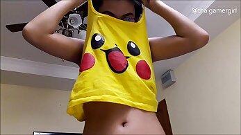 Asian teen strips nude on webcam