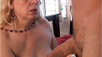 bbw mature woman doing blowjob