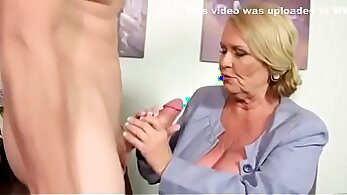 Amateur mature homemade doll in stockings